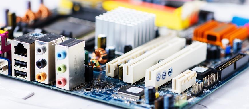 closeup-on-electronic-board-in-hardware-repair